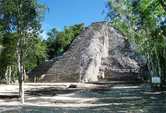 Coba, majestueuse cité maya, située autour de deux lagunes